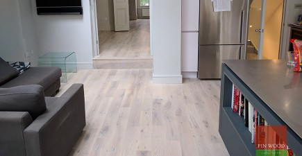 How to revitalise your wood floor? Deep cleaning or sanding