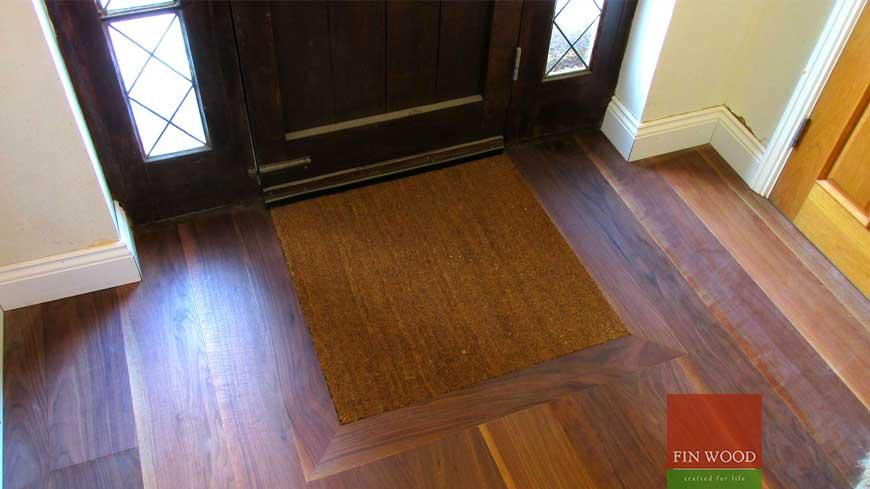 Integrated doormat in wooden flooring craftmanship 1